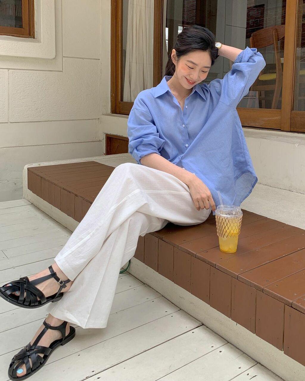 Cần sắm nhất lúc này là 5 items công sở nhẹ mát, giúp bạn giữ phong độ mặc đẹp trong cả ngày hè nóng nhất