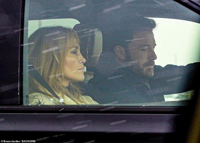 Alex Rodriguez nghĩ gì khi thấy Jennifer Lopez tái ngộ Ben Affleck?