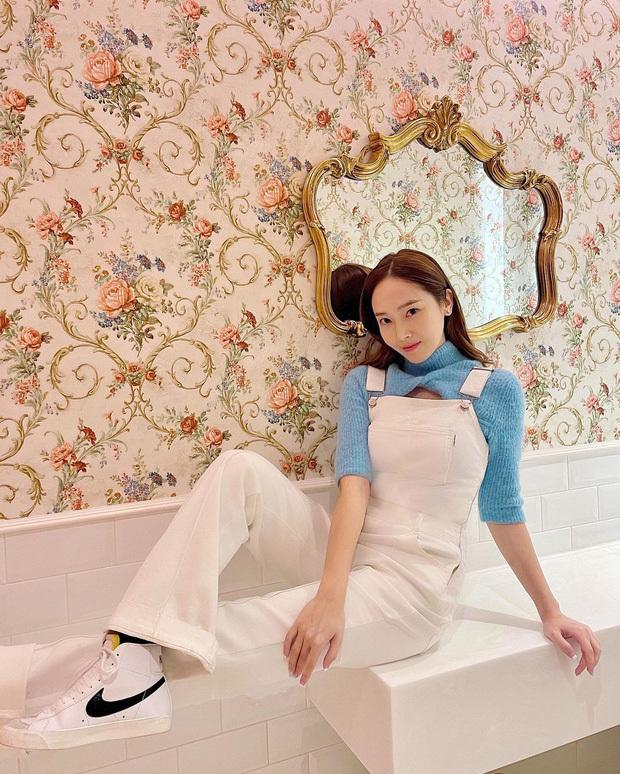 """Dahyun (TWICE) đụng áo na ná Jessica nhưng may mà có stylist cao tay nên không """"chìm nghỉm"""""""