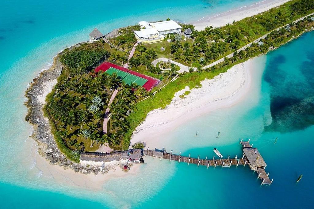 Đại gia trả 120.000 USD cho người sống hộ trên đảo