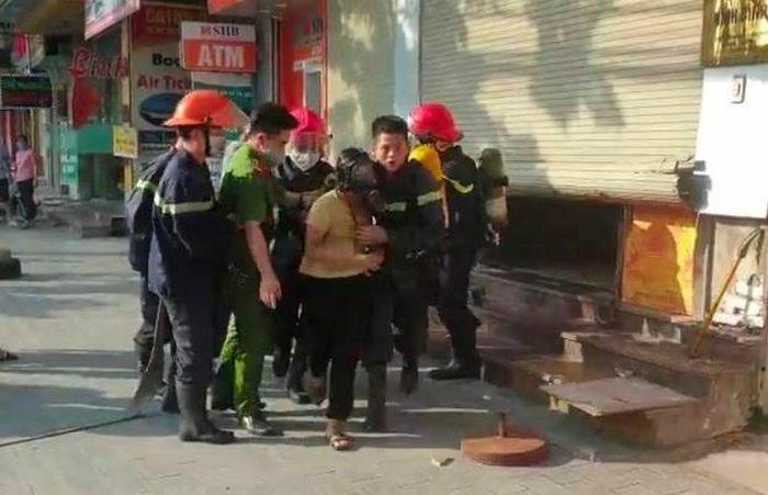 Ninh Bình giải cứu thành công 4 người mắc kẹt trong đám cháy tại tòa nhà một Ngân hàng