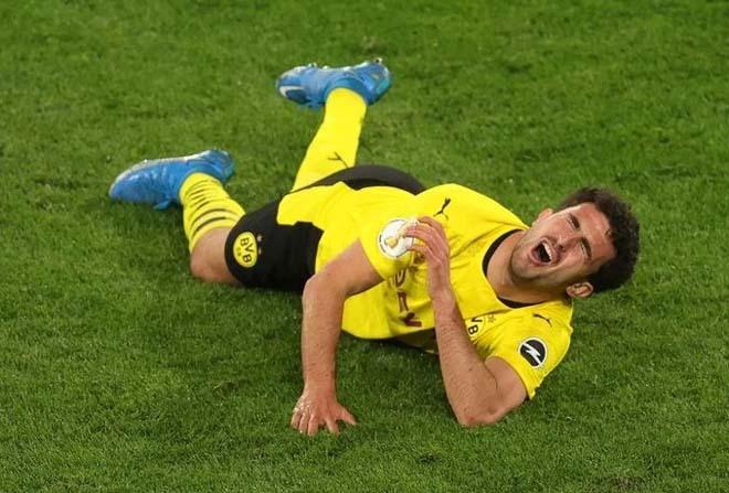 SAO Dortmund chấn thương kinh hoàng: Đầu gối gãy gập, Haaland ôm đầu sợ hãi