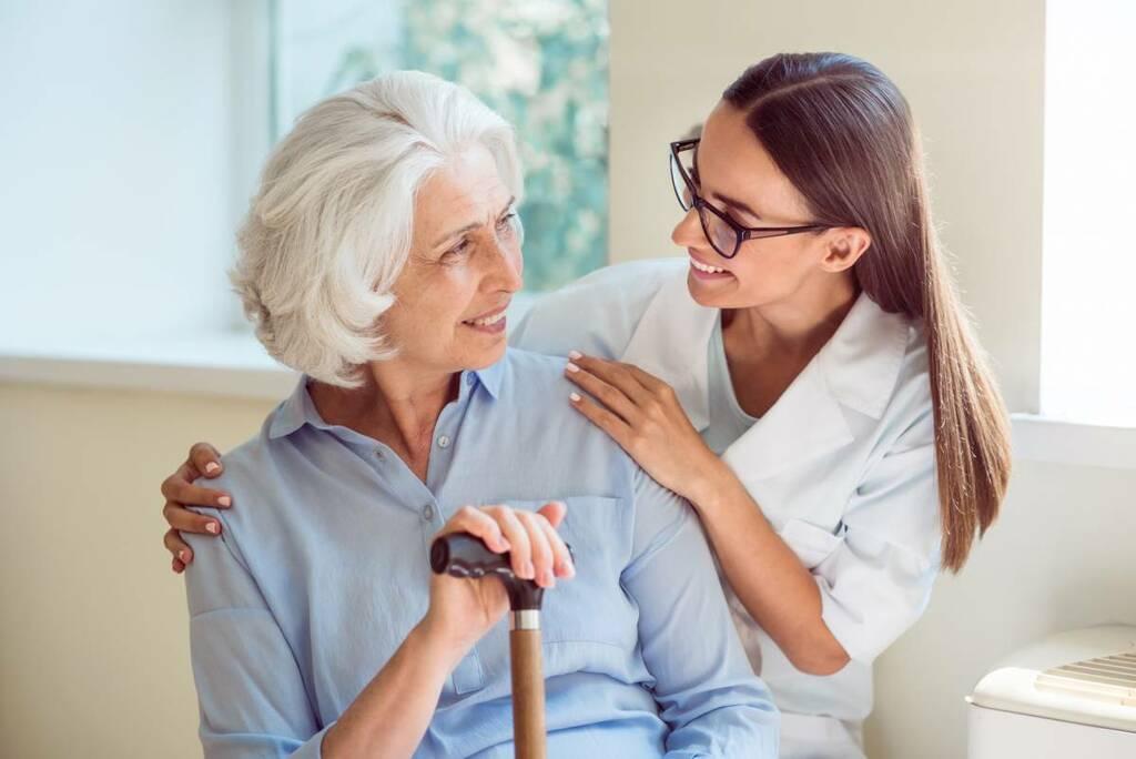 Cách phòng ngừa chứng gù lưng ở người cao tuổi