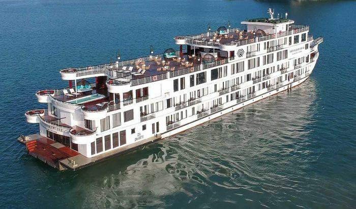 Quảng Ninh: Toàn bộ nhân viên phục vụ trên du thuyền Ambassador âm tính lần 1