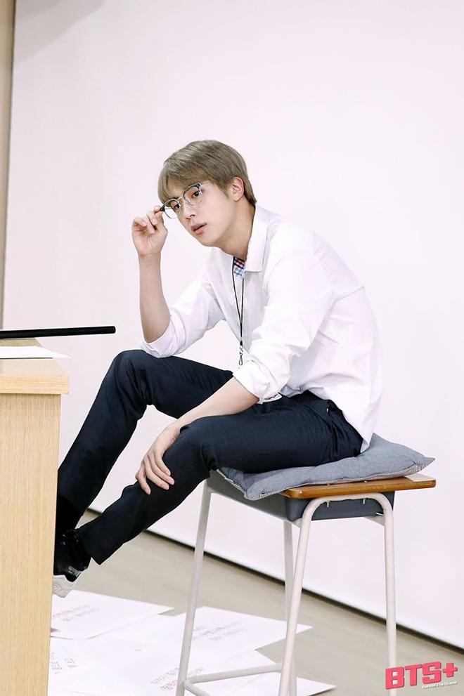 BTS: V và Jin đưa ra những lời khuyên khác nhau cho sinh viên