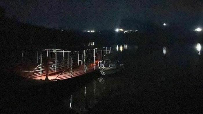 Vụ cán bộ huyện mất tích khi nhảy xuống hồ Cấm Sơn: Tìm thấy thi thể nạn nhân - ảnh 1