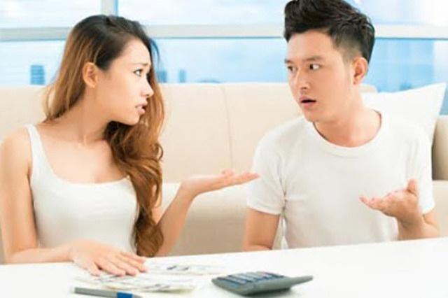 Đi du lịch dịp lễ, vợ yêu cầu bố mẹ chồng phải góp 10 triệu đồng