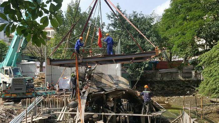 Trục vớt xác máy bay B52 tại di tích hồ Hữu Tiệp ở Hà Nội