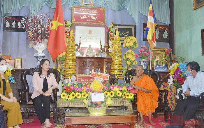 Phó Chủ tịch nước Võ Thị Ánh Xuân chúc mừng Lễ Phật đản tại tỉnh Trà Vinh