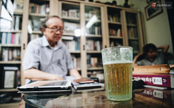 """Chuyện chưa kể về cốc bia vại """"huyền thoại"""" ở Hà Nội: Thiết kế trong 1 giờ, thống trị suốt 40 năm không có đối thủ"""