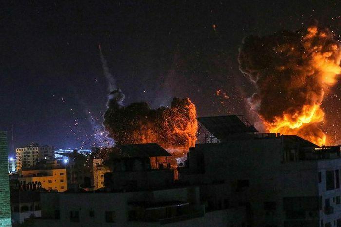 Ảnh ấn tượng tuần 17-23/5: Nước mắt ở Dải Gaza, Tổng thống Mỹ Joe Biden lái xe bán tải và niềm xót thương Covid-19