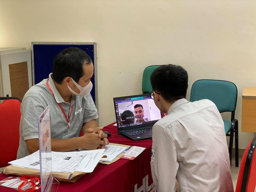 Đại học Bách khoa Hà Nội tuyển sinh bằng phỏng vấn online