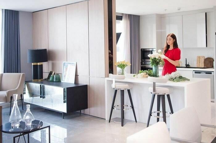 Làm hoa hậu 2 năm, Lương Thùy Linh đã sắm penthouse gần sông Hồng