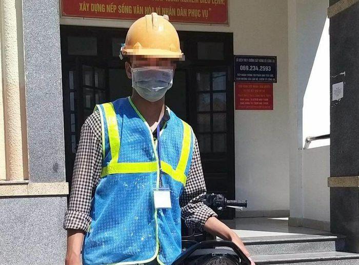 Thanh niên bịt mắt lái xe bị tước bằng 3 tháng