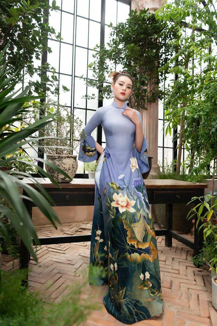 Áo dài Hoa sen truyền thống đón đầu xu thế năm 2021