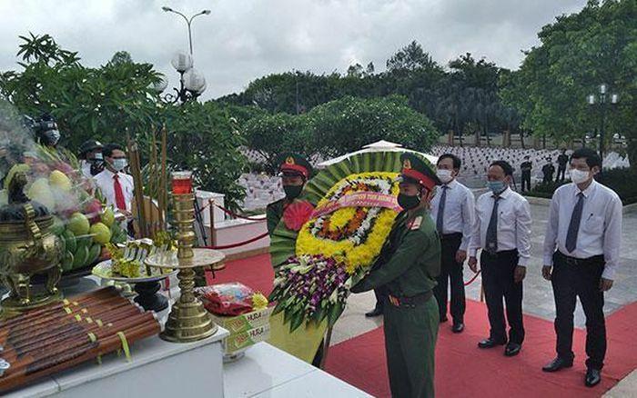 Quảng Bình: An táng 16 hài cốt liệt sĩ quân tình nguyện và chuyên gia Việt Nam hy sinh tại Lào