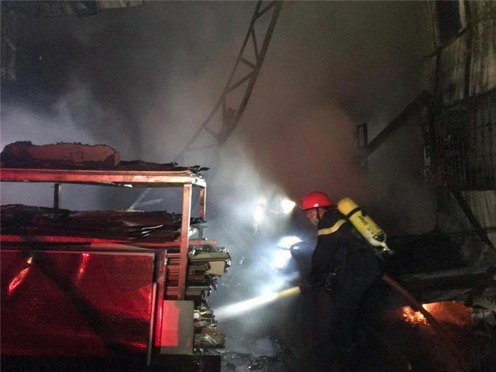 Hà Nội: Dập tắt đám cháy tại khu nhà máy đường Sơn Tây