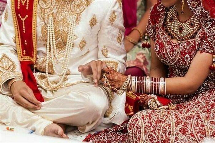 Chú rể bỏ trốn, cô dâu cưới luôn nam khách mời