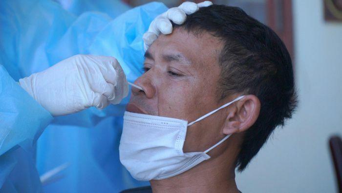 Đã có 15 người mắc bệnh sau ca COVID-19 đầu tiên ở Hà Nam, khẩn trương xét nghiệm