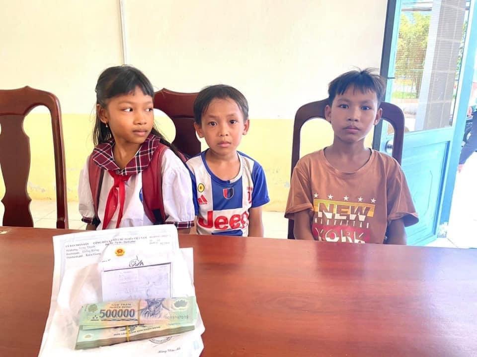 Nhặt 42 triệu đồng trên đường, 3 học sinh tiểu học đến công an nộp lại