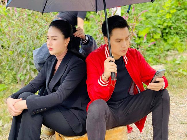 Hướng dương ngược nắng: Hoàng – Minh trên phim ngọt ngào, ngoài đời khác hẳn khiến fan hết hy vọng