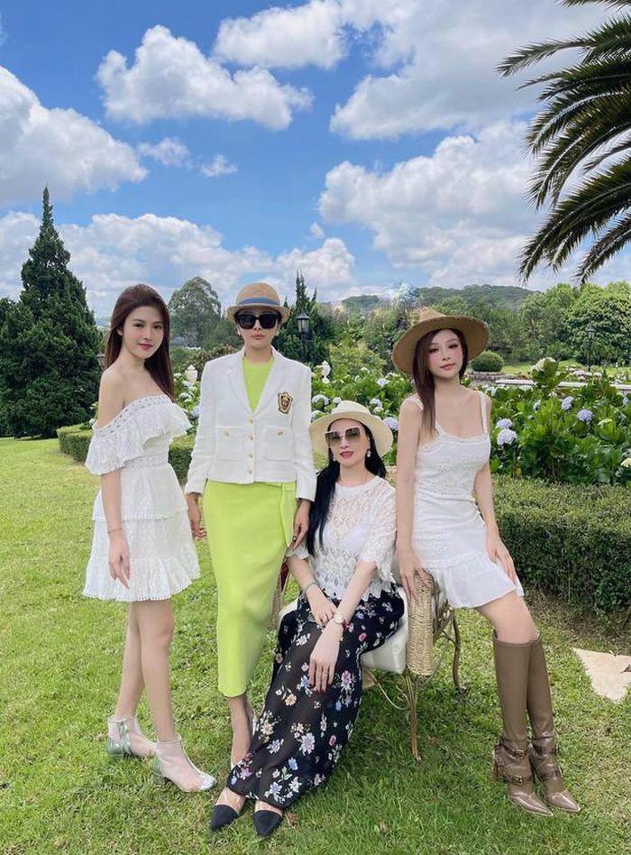 Check-in Đà Lạt, gia đình cựu hot girl lộ nhan sắc cực phẩm