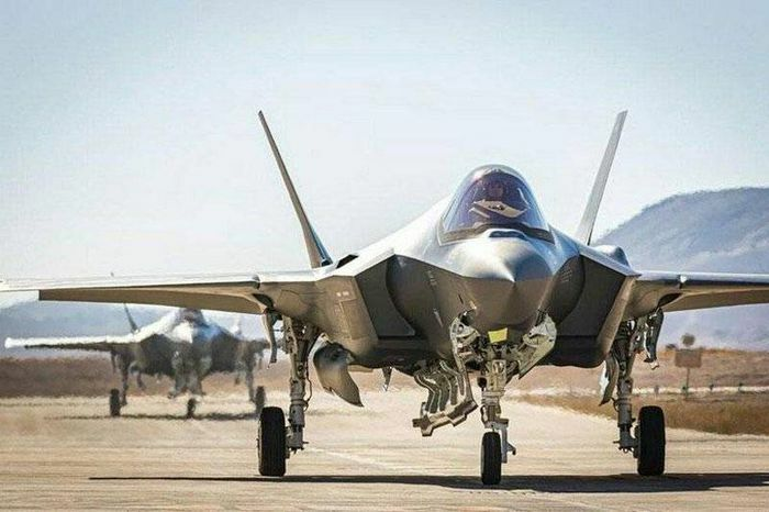 Hamas tấn công 6 căn cứ không quân của Israel