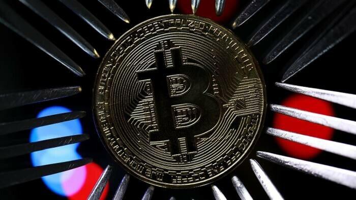 """Bitcoin giảm giá trị 20% trong 24 giờ, cả thị trường """"tắm máu"""""""
