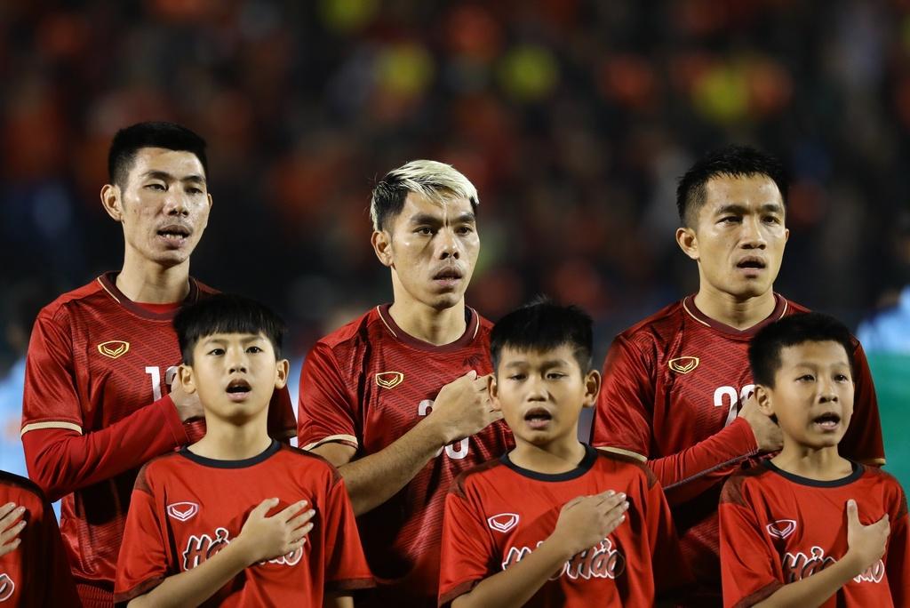 Nghịch lý tiền vệ trung tâm ở tuyển Việt Nam