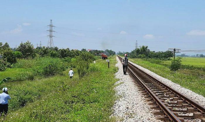 Chi tiết mới về vụ mẹ ôm thi thể con lên đường sắt Bắc – Nam