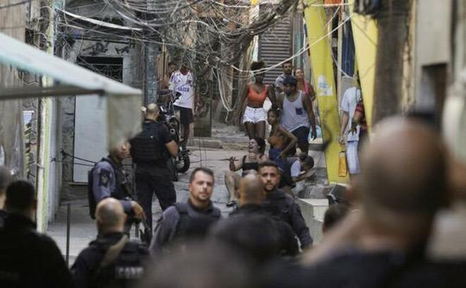 Đọ súng giữa cảnh sát và tội phạm ma túy ở Brazil, 25 người thiệt mạng