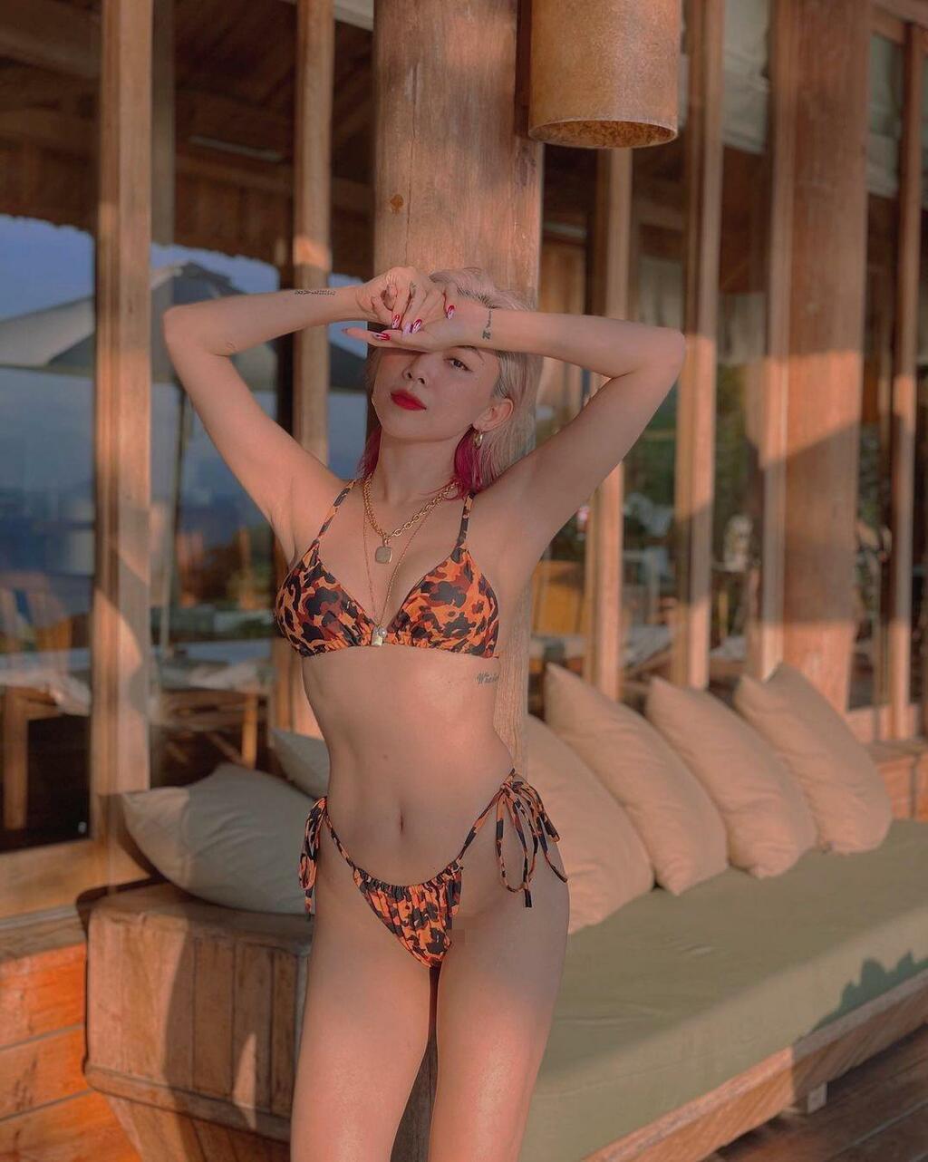Đăng ảnh bikini bé xíu khoe body 'cực gắt', Tóc Tiên bị soi điều… chả liên quan