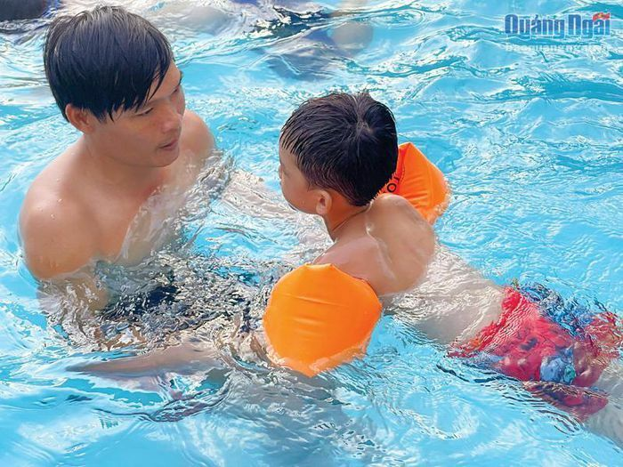 Dạy bơi cho trẻ dịp hè