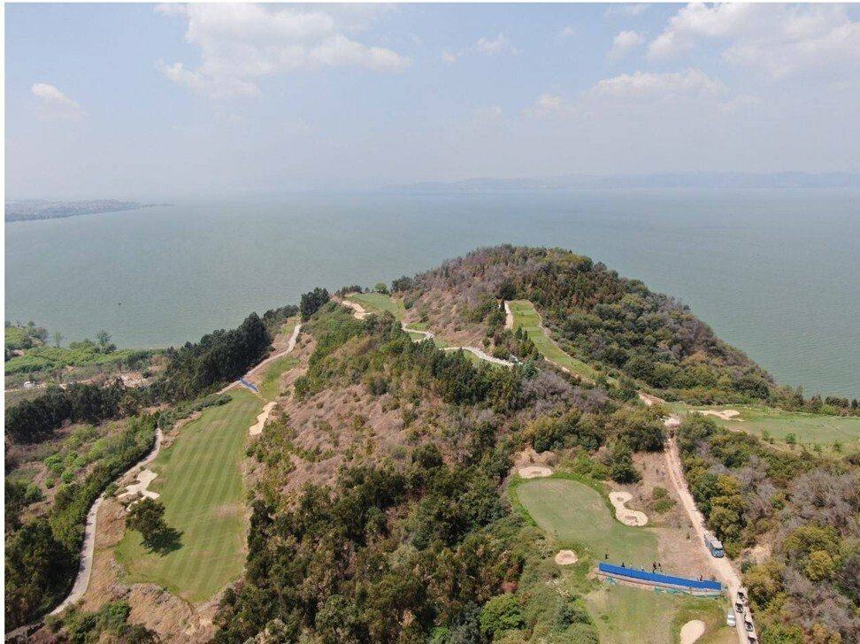 """Đằng sau vụ sân golf trái phép ở Trung Quốc bị """"sờ gáy"""""""
