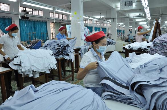 Doanh nghiệp ngành may lao đao trước quy định ''chạy'' tiền nộp thuế trước