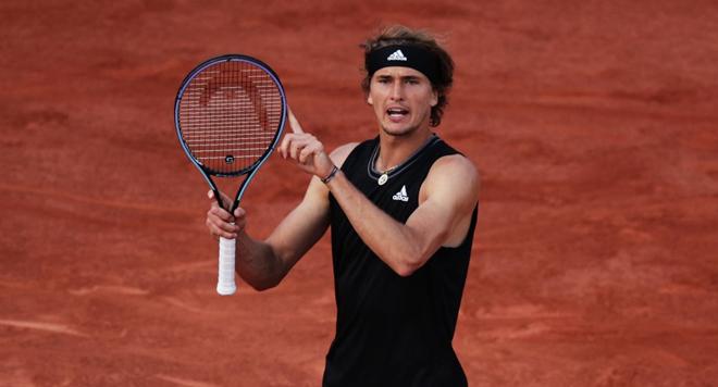 Tsitsipas thắng dễ, Zverev suýt gây sốc ở vòng 1 Roland Garros