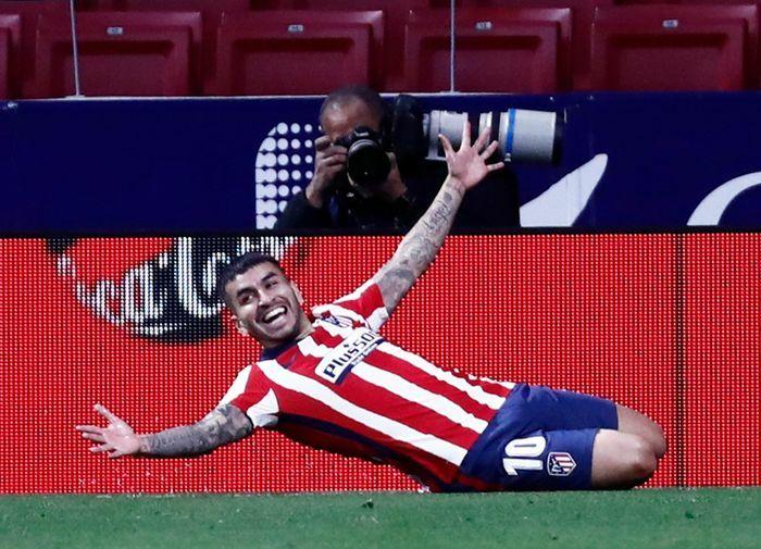 Atletico Madrid cắt đuôi Barca trong cuộc đua vô địch