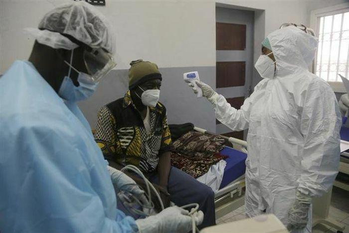 """""""Sa mạc vaccine"""": Nơi không hề có vaccine COVID-19"""