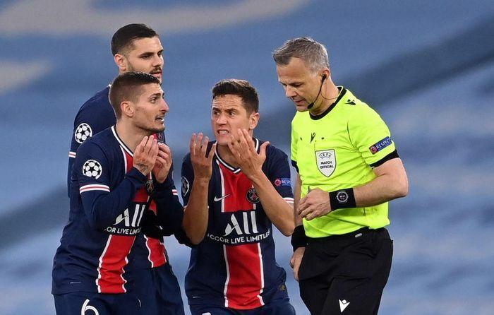 Ander Herrera tố trọng tài văng tục với cầu thủ PSG