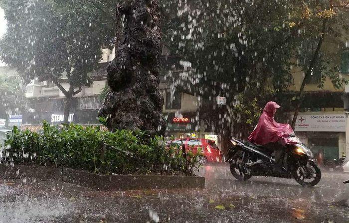 Từ ngày 17-18/5, mưa dông mở rộng ở Bắc Bộ và Bắc Trung Bộ