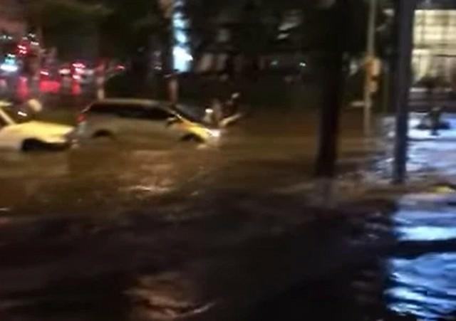 Nhìn lại trận mưa lớn đầu mùa hè được dân mạng chia sẻ