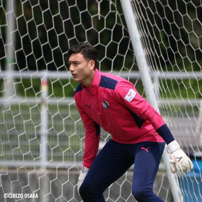 Chưa thể ra mắt Cerezo Osaka, Văn Lâm lỡ cơ hội đối đầu Iniesta
