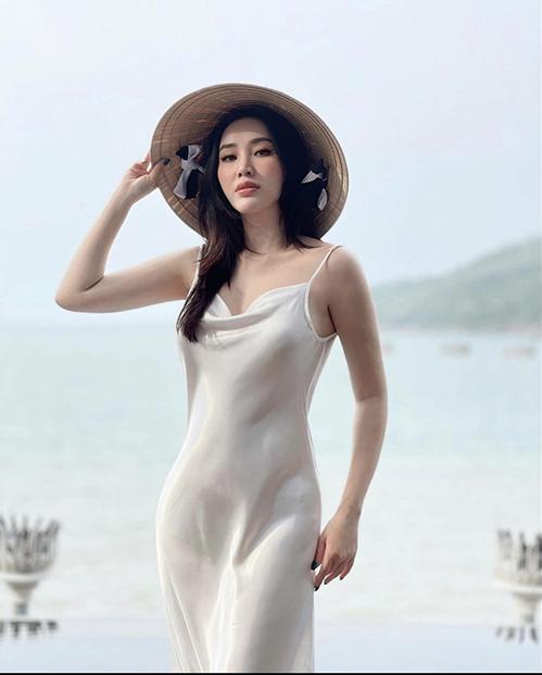 Học sao Việt 2 cách diện đồ hai dây mát mẻ và sành điệu, kiểu nào chị em cũng nên sắm vài chiếc trong tủ