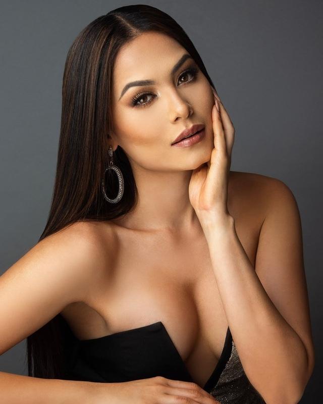 Nhan sắc bốc lửa và thành tích đáng nể của tân Hoa hậu Hoàn vũ 2020