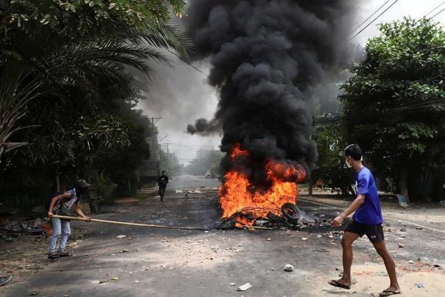 Bom nổ liên tiếp ở Myanmar, giao tranh dữ dội tại biên giới với Thái Lan