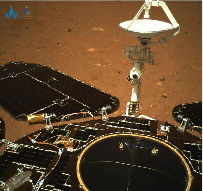 Robot thám hiểm Zuhrong thành công gửi những bức ảnh đầu tiên về Trái Đất