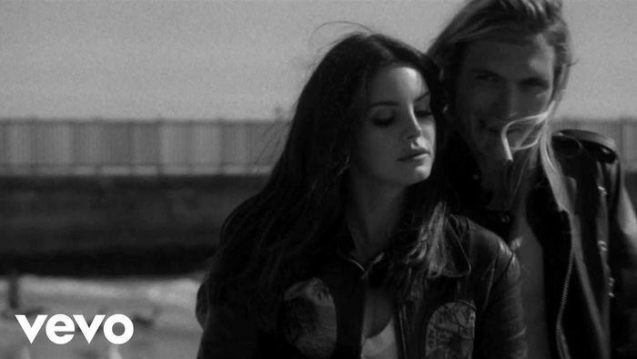 """Khi """"nữ hoàng sầu muộn"""" Lana Del Rey chẳng còn u hoài trong tình yêu, điều gì sẽ ở lại?"""