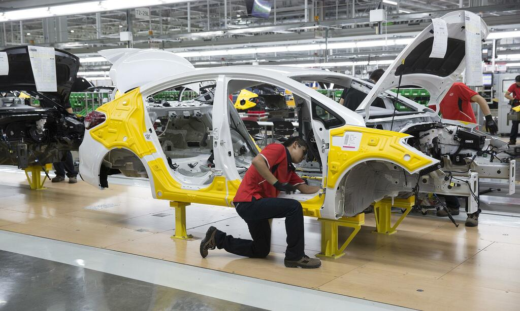 """Gián đoạn sản xuất do thiếu chip bán dẫn, Thị trường Mỹ rơi vào """"cơn khát"""" xe mới"""