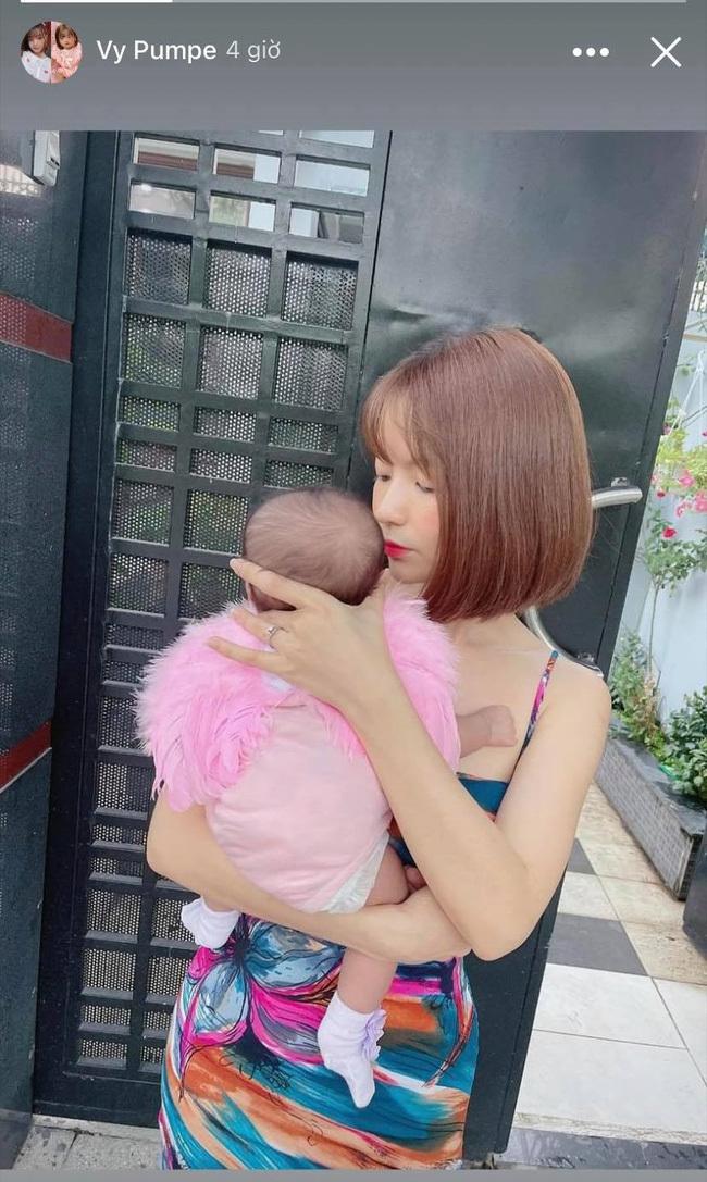 Sau lùm xùm treo thưởng 20 triệu đồng để truy tìm kẻ chê con gái xấu, bà xã Mạc Văn Khoa đã có động thái bất ngờ