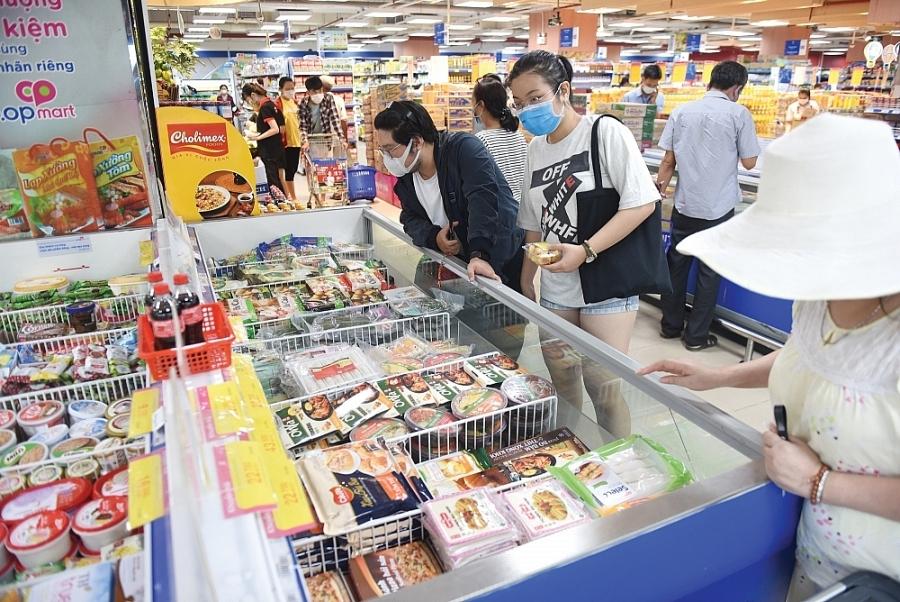 Bảo đảm cân đối cung cầu, bình ổn thị trường, chống vi phạm pháp luật trong hoạt động thương mại giữa dịch bệnh